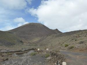 169. Hacia Cueva de los Verdes. Monte Corona