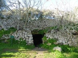 279. Talatí de Dalt. Cueva natural de enterramiento