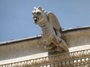 314. Valladolid. San Gregorio. Museo Nac. Escultura. Patio de los Estudios. Gárgola