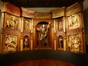 318. Valladolid. San Gregorio. Museo Nac. Escultura. Retablo Mayor del monasterio de San Benito el Real de Valladolid de Alonso Berruguete. Parte inferior