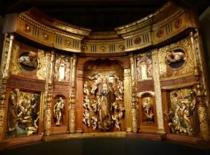 319. Valladolid. San Gregorio. Museo Nac. Escultura. Retablo Mayor del monasterio de San Benito el Real de Valladolid de Alonso Berruguete. Parte superior