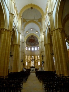 006. Paray-le-Monial. Iglesia abacial. Interior