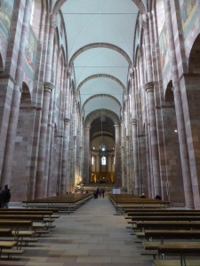 067. Espira. Catedral. Nave central