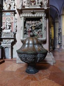 198. Maguncia. Catedral. Pila bautismal (XIV)