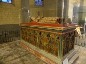 243. Monasterío de María Laach. Sarcófago de Enrique II