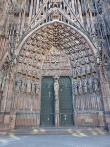 540. Estrasburgo. Catedral. Portada central