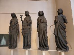 556. Museo de la Obra de las catedral. Vírgenes prudentes. Fines del XIII