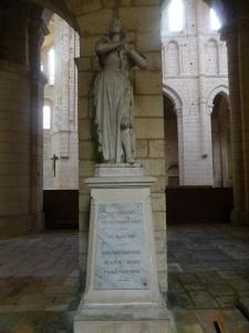 079. La Charité-sur-Loira. Estatua de Juana de Arco