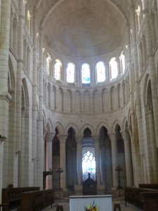 081. La Charité-sur-Loira. Presbiterio bajo falso triforio