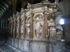 196. Reims. St-Remi. Mausoleo