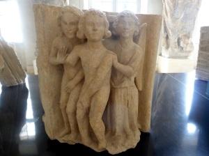 219. Reims. Palacio del Tau. Palacio del Tau. Esculturas de Adán y Eva procedentes del transepto norte de la catedral