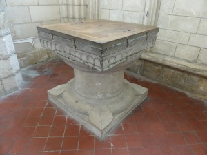 479. Laon. Catedral. Pila bautismal 1