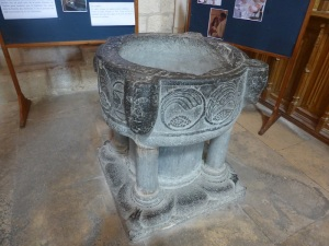 481. Laon. Catedral. Pila bautismal 2