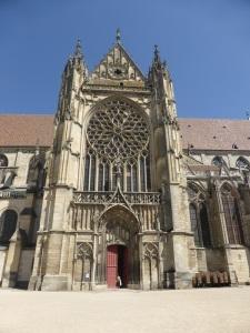 521. Sens. Catedral. Portada en fachada sur