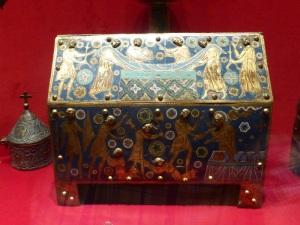 540. Sens. Museo-tesoro del palacio synodal. Caja relicario. XIII