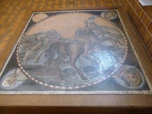 564. Sens. Museo-tesoro del palacio synodal. Mosaico del caballo del Sol