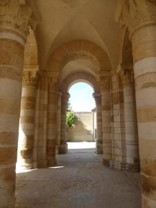 573. St-Benoît-sur-Loire. Porches bajo la torre