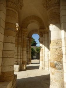 574. St-Benoît-sur-Loire. Porches bajo la torre