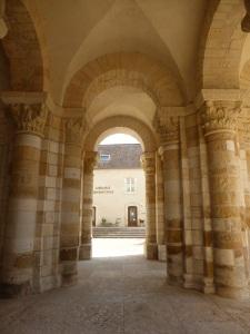 575. St-Benoît-sur-Loire. Porches bajo la torre