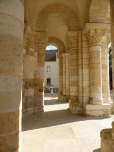 576. St-Benoît-sur-Loire. Porches bajo la torre