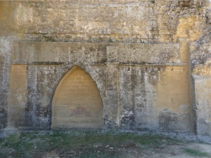Arcosolio y puerta cegada en muro norte