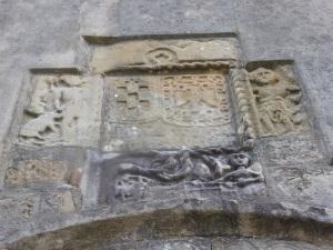 56. Santa María del Junco. Blasón sobre la portada