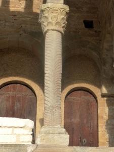 Columna tribuna este