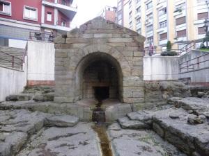 174. Oviedo. Foncalada
