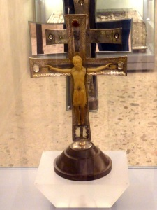 Cristo de Nicodemo. Cristo de márfil sobre cruz de plata