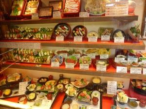 104. Kioto. Anuncios de comida en plástico