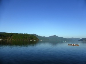 512. Hakone. lago Ashi