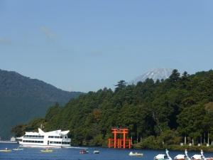 530. Hakone. Por el lago Ashi