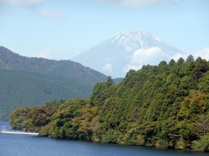 539. Hakone. Por el lago Ashi