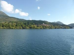 545. Hakone. Por el lago Ashi