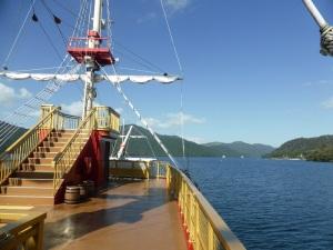 549. Hakone. Por el lago Ashi