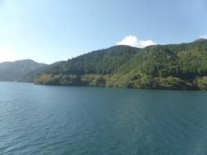 555. Hakone. Por el lago Ashi