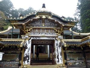 831. Nikko. Santuario Toshogu. Puerta Yomeimon