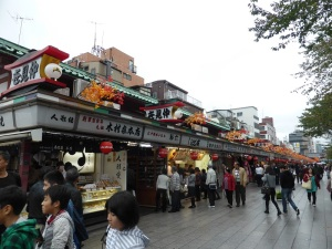 914. Tokio. Mercadillo en templo Arakusa Kannon