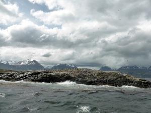 1155. Ushuaia. Navegación por el canal de Beagle. Isla de los Pájaros