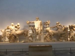 160. Olimpia. Museo. Frontón occidental del templo de Zeus