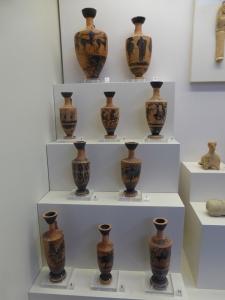 196. Olimpia. Museo. Lekitos con figuras negras