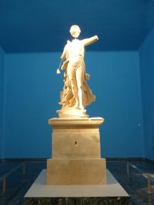211. Olimpia. Museo. Niké de Peonio. 420 BC