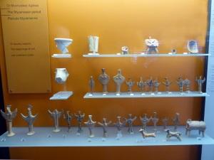 315. Delfos. Museo. Ídolos femeninos dle período micénico