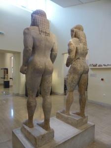 319. Delfos. Museo. Pareja de kuros (Cleóbis y Bitón). 610-580 BC