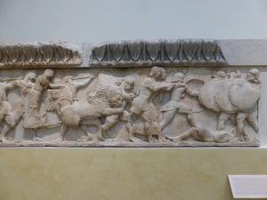326. Delfos. Museo. Friso del tesoro de los sifnios