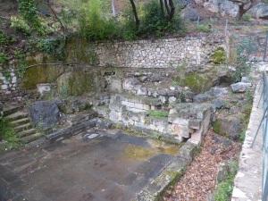 397. Delfos. Fuente de Castalia