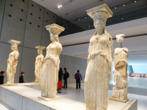 604. Atenas. Museo de la Acrópolis. Cariátides del Erecteion