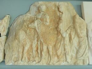 613. Atenas. Museo de la Acrópolis. Frisos y metopas del Partenón