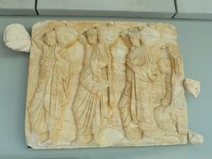 614. Atenas. Museo de la Acrópolis. Frisos y metopas del Partenón