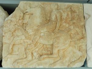 617. Atenas. Museo de la Acrópolis. Frisos y metopas del Partenón